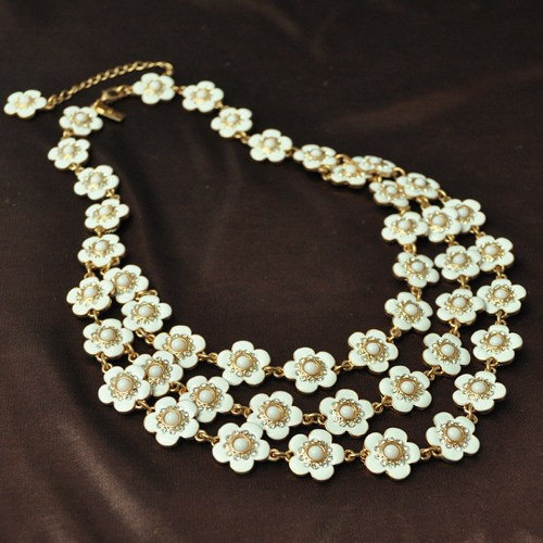 White daisy flower necklacebubble necklacebeadwork necklacebib white daisy flower necklacebubble necklacebeadwork necklacebib necklacestatement necklacebridesmaid giftwedding necklace mightylinksfo